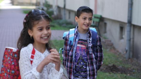 Kamala und Burhan an ihrem ersten Schultag in Golzow